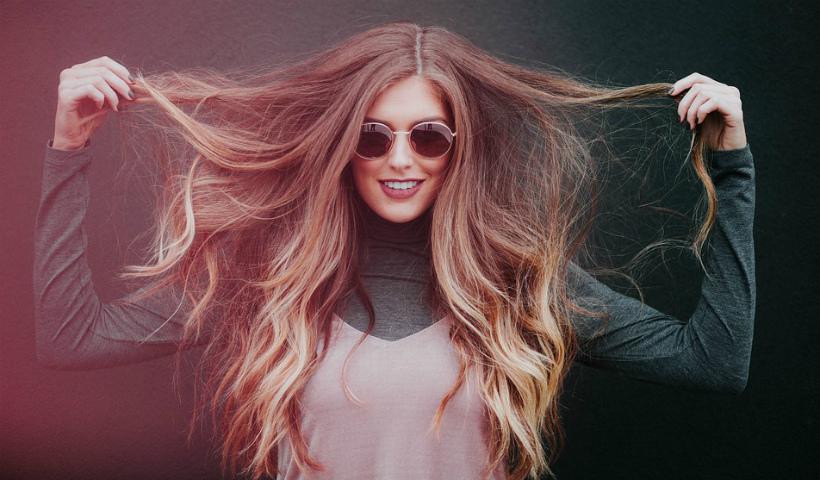 Como cuidar dos cabelos em casa? Conheça alguns produtos