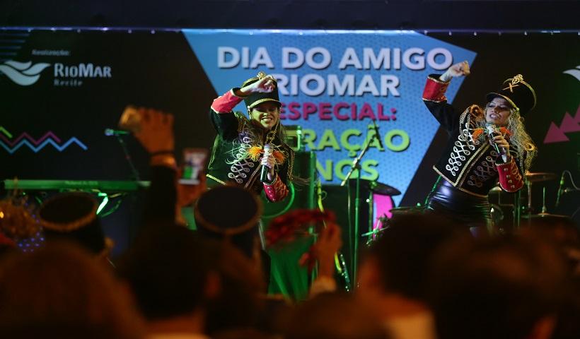Clima de nostalgia no Dia do Amigo Especial Anos 80 no RioMar
