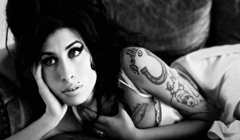Oito anos sem Amy Winehouse: relembre momentos marcantes da cantora