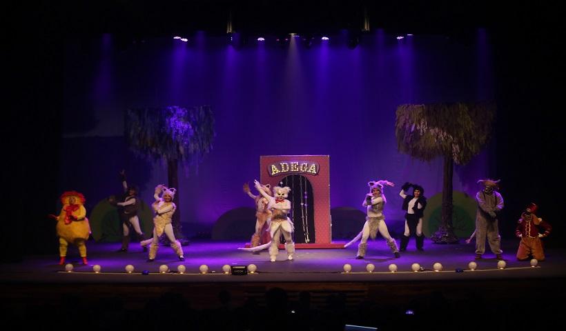 """Vídeo: """"Os Saltimbancos"""" nas Segundas Culturais RioMar"""