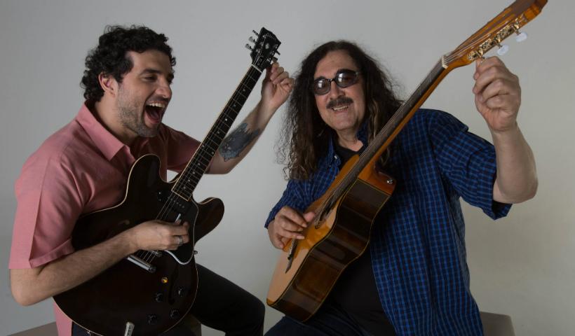 Moraes Moreira canta com o filho Davi Moraes em homenagem aos pais