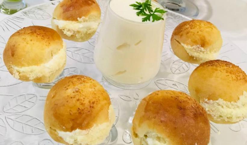 Café da manhã especial: pães e requeijão caseiro para o papai