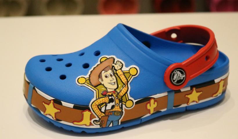 """Toy Story 4"" estampa novo modelo infantil da Crocs"