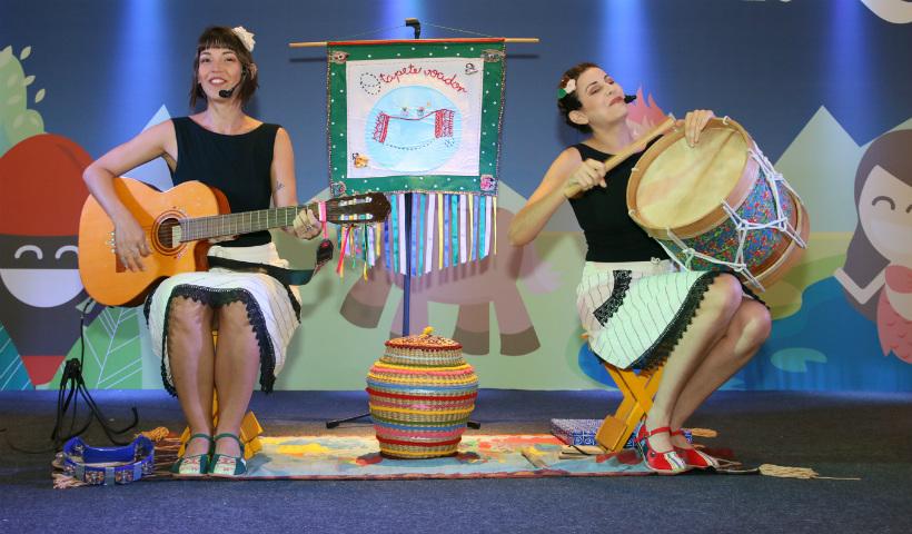 Dia do Folclore RioMar tem contação de histórias e maracatu