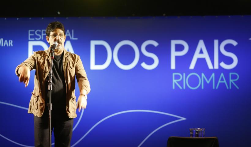 Dia dos Pais: Jessier Quirino arranca sorrisos e aplausos no RioMar