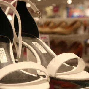 3° peça é grátis para calçados e bolsas na Marisa