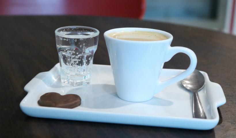 Café Kaffe pela metade do preço em Anna Corinna
