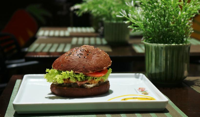 Hora do lanche: hambúrguer vegano é destaque no Mercado Orgânico