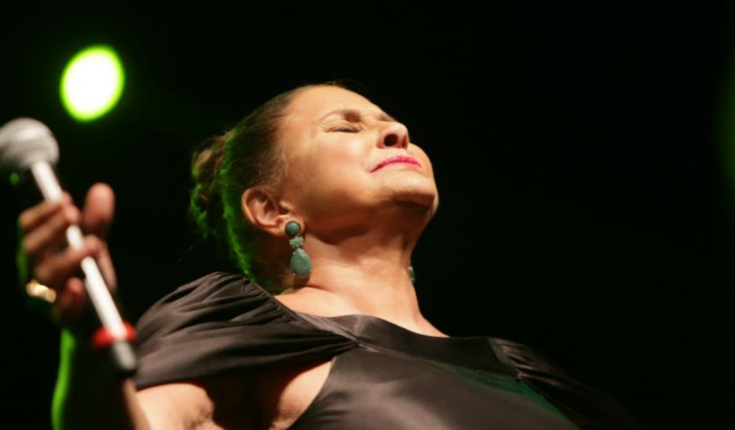 Vídeo: show de Fafá de Belém emociona público