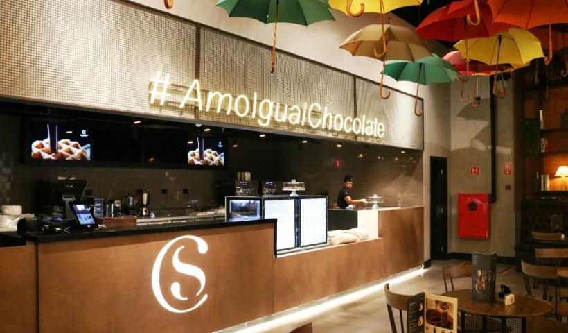 """Cacau Show: conheça a cafeteria """"Amo Igual Chocolate"""""""