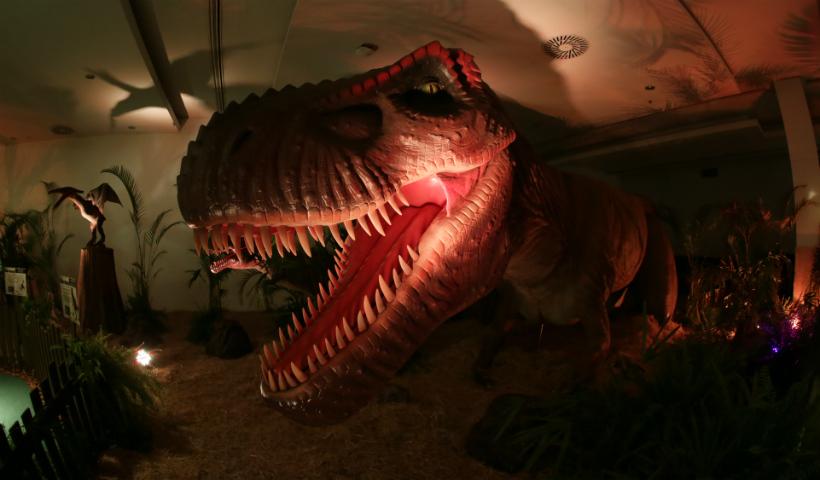 Exposição Mundo Jurássico apresenta dinossauros hiper-realistas