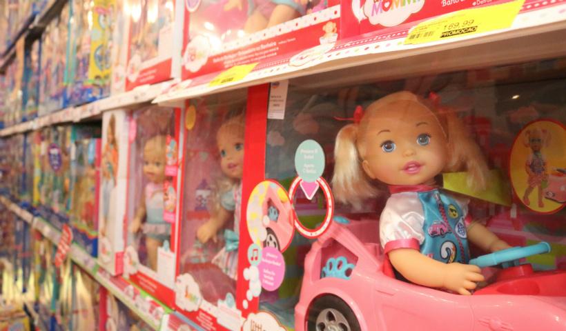 Dia das Crianças: bonecas que falam fascinam os pequenos