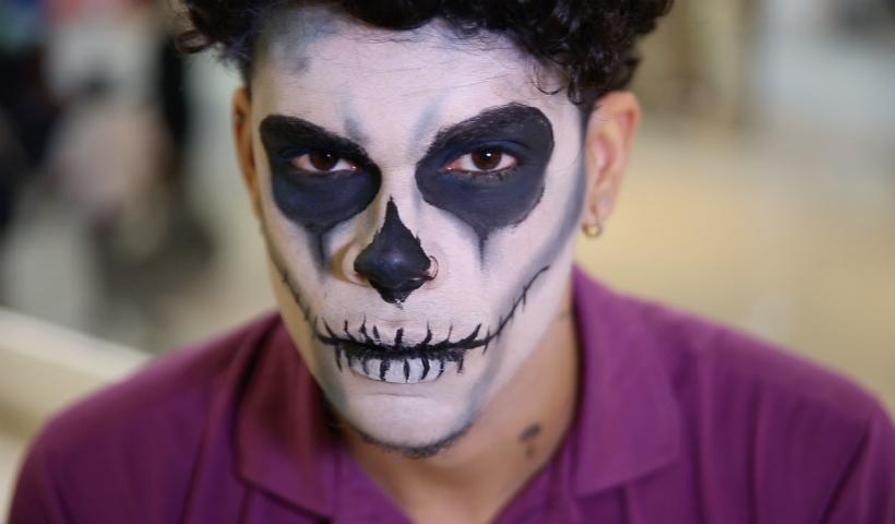 Make de Halloween para eles: aprenda a fazer uma caveira mexicana