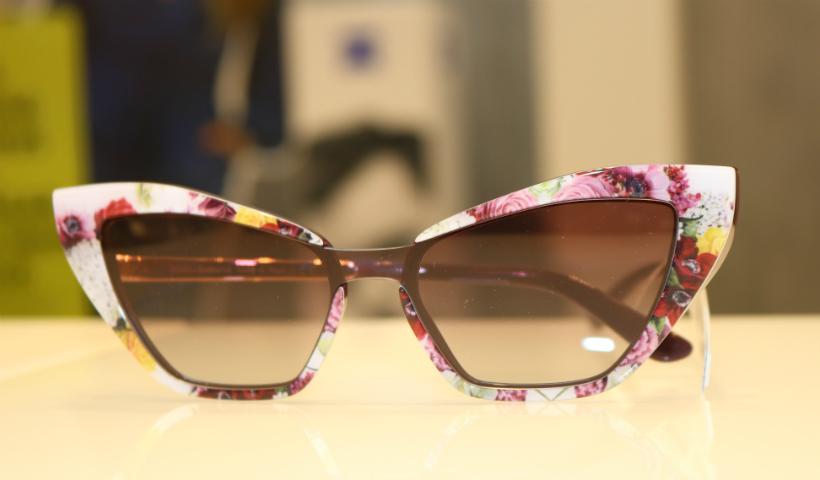 Óculos no verão: armações estampadas realçam o olhar