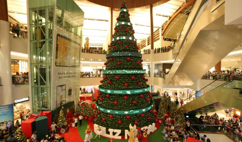 Vídeo: veja como foi montada a Árvore de Natal RioMar