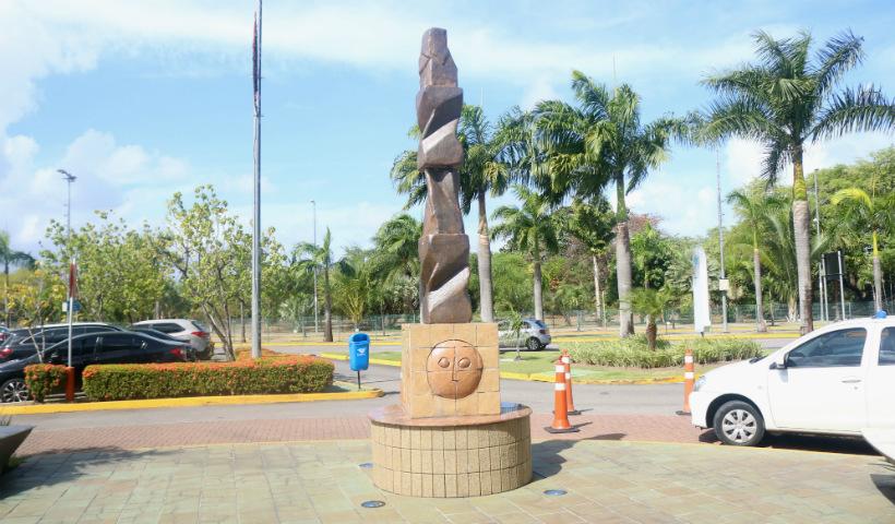 Obras de Francisco Brennand encantam o RioMar Recife
