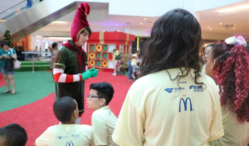 Natal RioMar alegra crianças de instituições sociais
