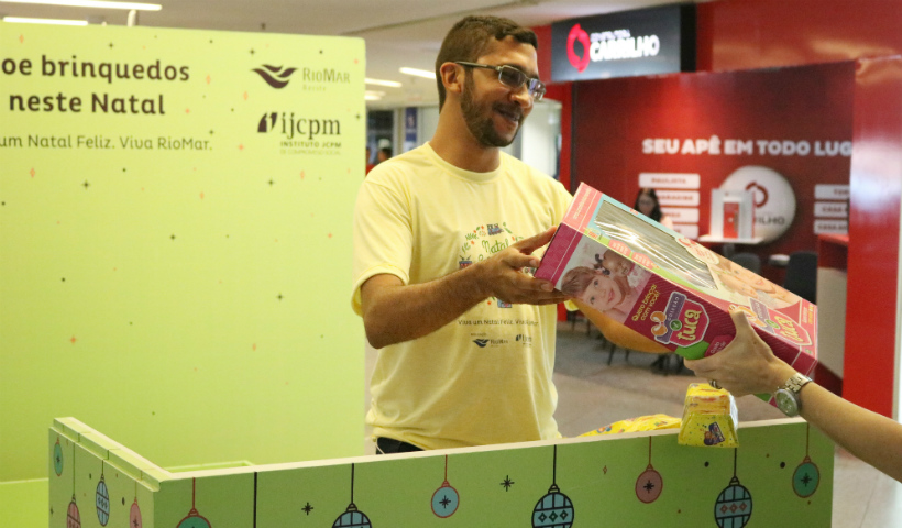 Natal Solidário RioMar recebe doações de brinquedos