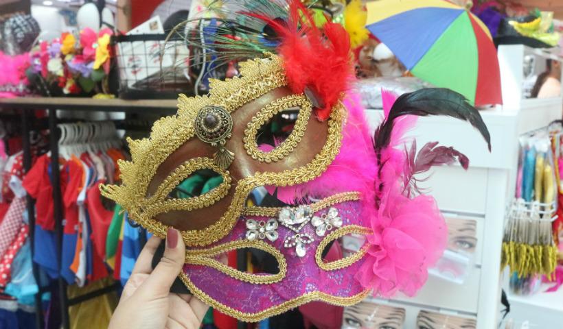 Máscaras para colorir o rosto no Carnaval