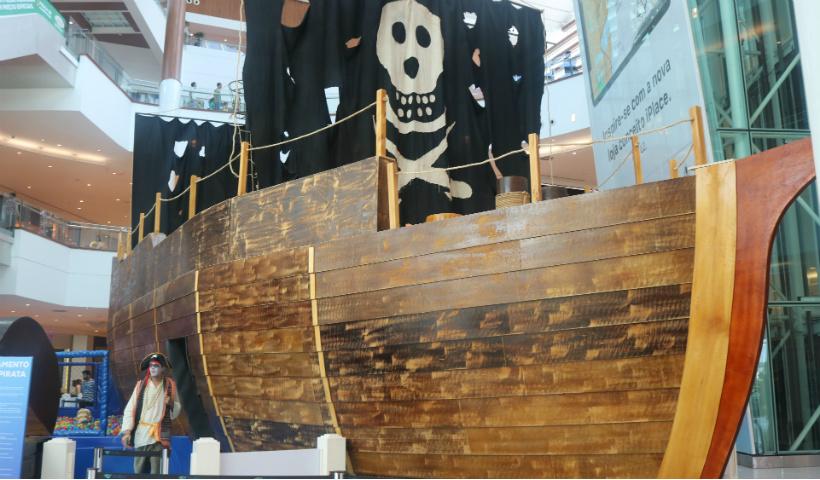 Navio Pirata enche de mistério e diversão as férias no RioMar