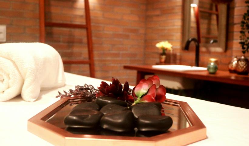Aurum Spa: massagem com pedras e até banho de ofurô