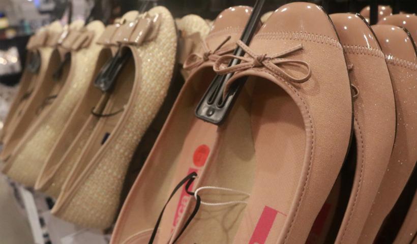Riachuelo traz dois pares de sapatilhas por R$ 59,99