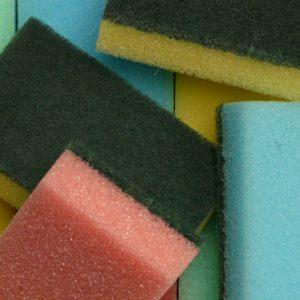 Saiba onde descartar suas esponjas usadas