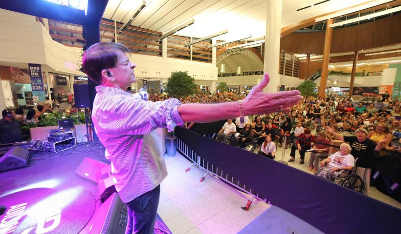 Adilson Ramos faz show especial em homenagem ao Dia do Consumidor