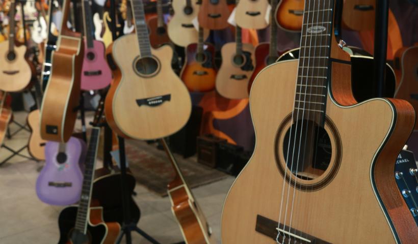 Instrumentos musicais: Gig traz de teclados a violinos