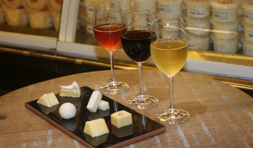 Três sugestões da Campo da Serra para harmonizar queijos e vinhos