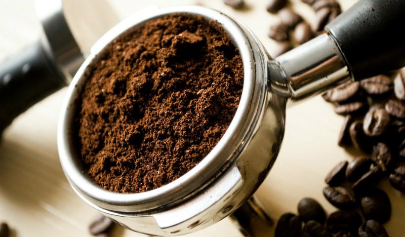 Café quentinho em casa: conheça os métodos usados no preparo