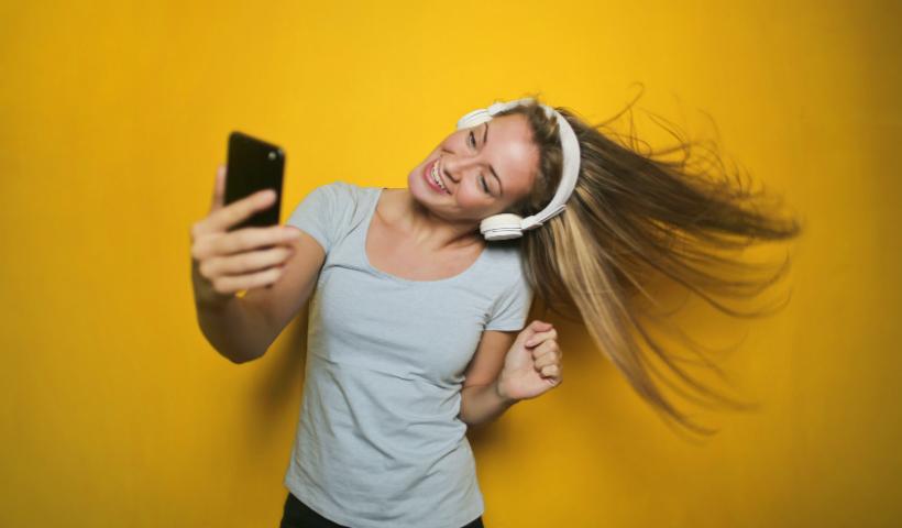 Sua mãe vive conectada? Surpreenda com um novo smartphone