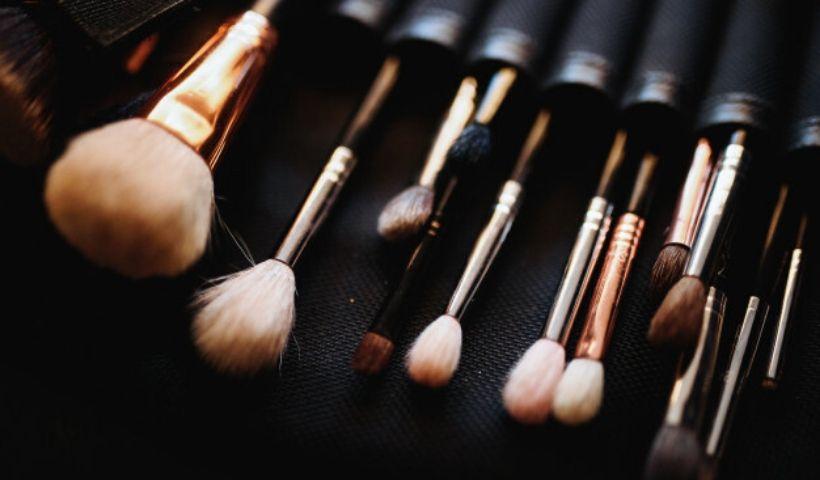 Higiene dos pincéis de maquiagem é importante para a saúde