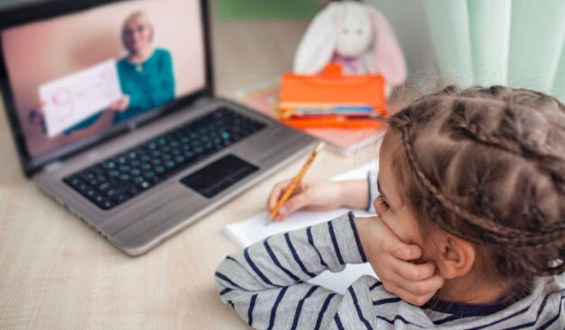 Volta às aulas online: encontre o que precisa e peça de casa