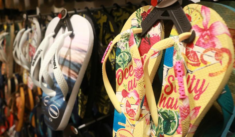 Havaianas destaca sandálias de dedo para passeios ao ar livre