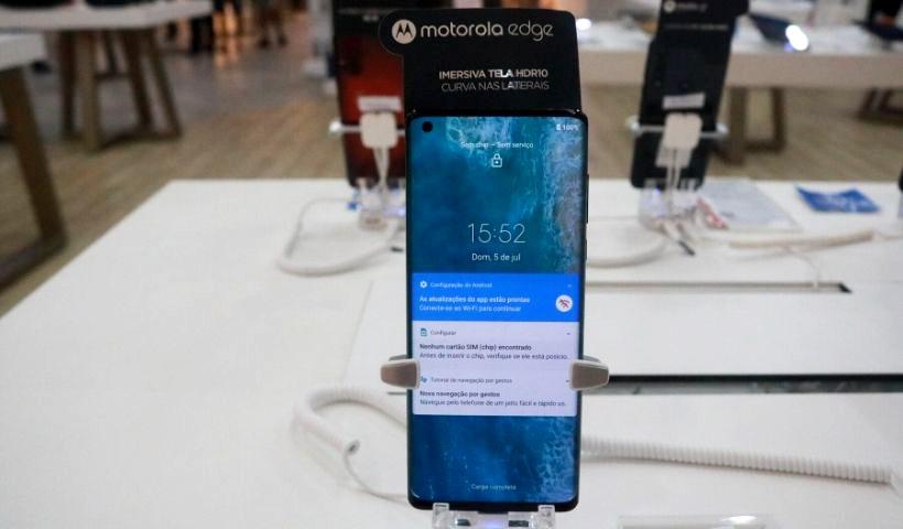 Lançamento Motorola Edge já disponível na Nagem do RioMar