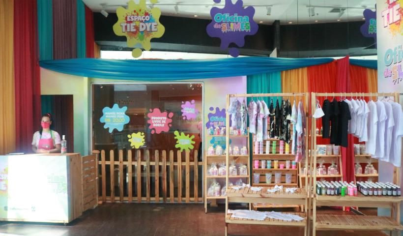 Slime e tie dye juntos: oficina no RioMar conquista a criançada