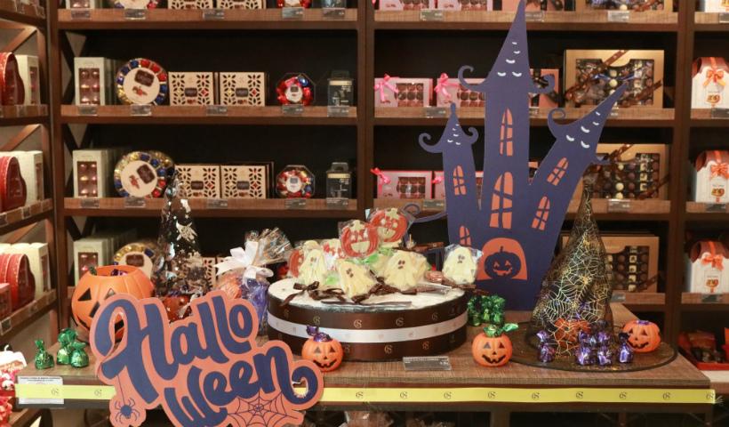 """A """"bruxa está solta"""" nas delícias de Halloween da Cacau Show"""
