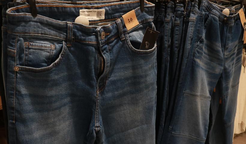 Renove o jeans da criançada para a volta às aulas