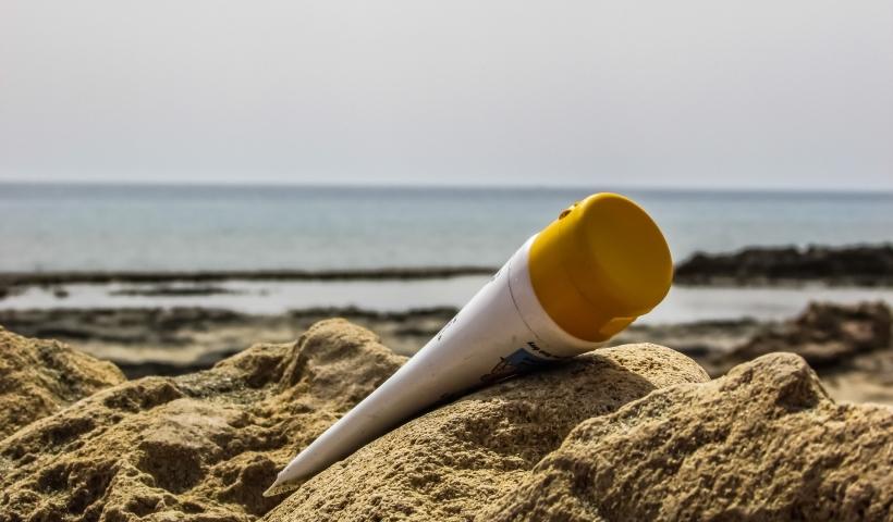 Filtro solar Adcos para proteger a pele durante o verão