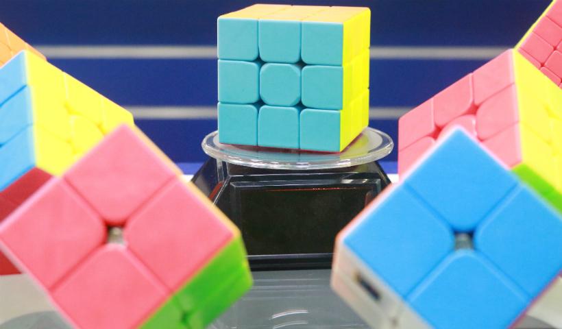 Geek Gamer: cubos mágicos desafiam os nerds raiz