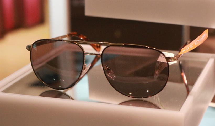 Óculos para curtir o verão em promoção na Sunglass Hut