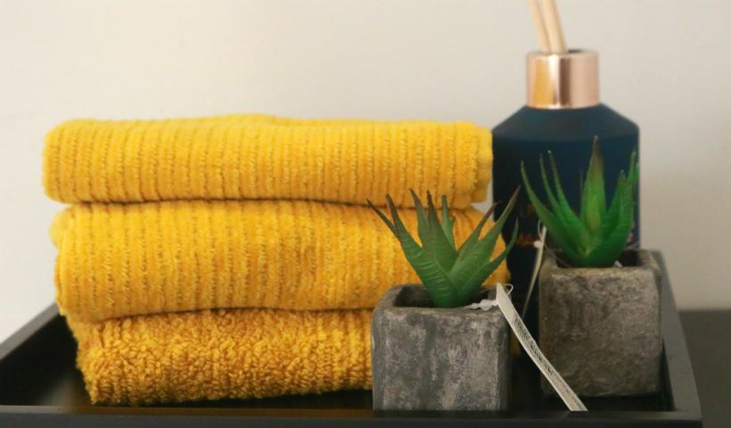 Aposte no cinza e amarelo para decorar a casa em 2021