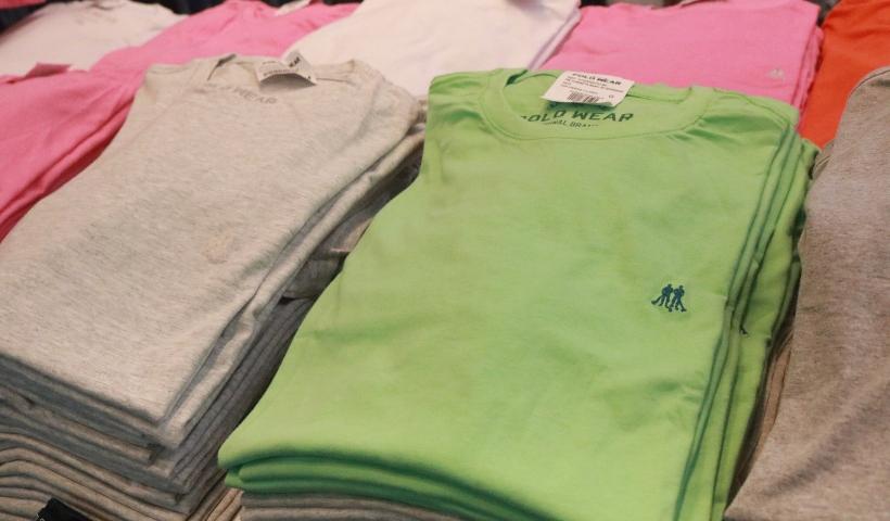 Polo Wear: jeans e camisas básicas com desconto especial