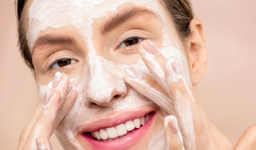 Gel de limpeza x Sabonete facial: qual a diferença?