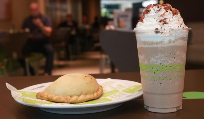 Deltaexpresso: combo do mês traz cappuccino e empanada chilena