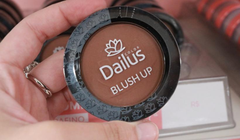 Makes e esmaltes da Dailus são novidade na Le Biscuit