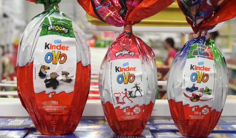 Ovos de Páscoa com brinde divertem os pequenos