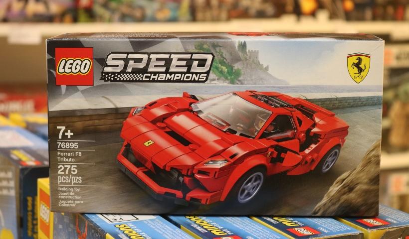 Carros de corrida estampam nova coleção da Lego