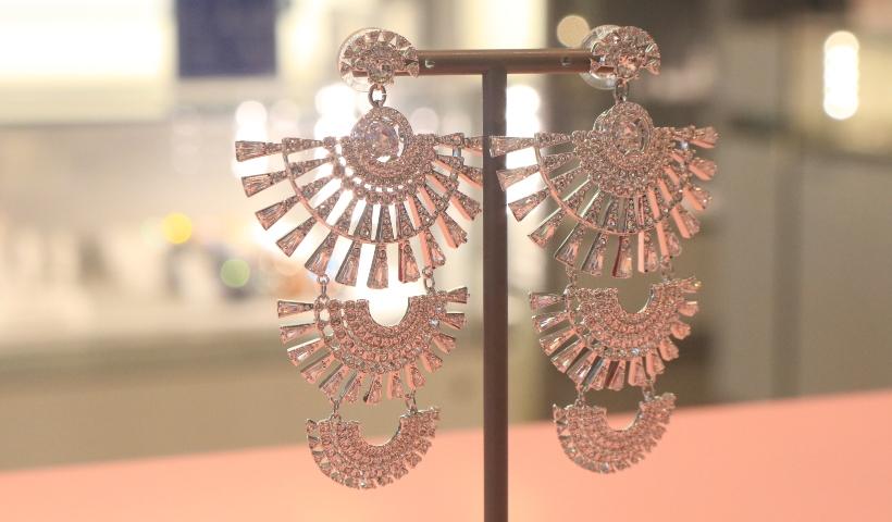 Swarovski traz joias marcantes com até 40% de desconto